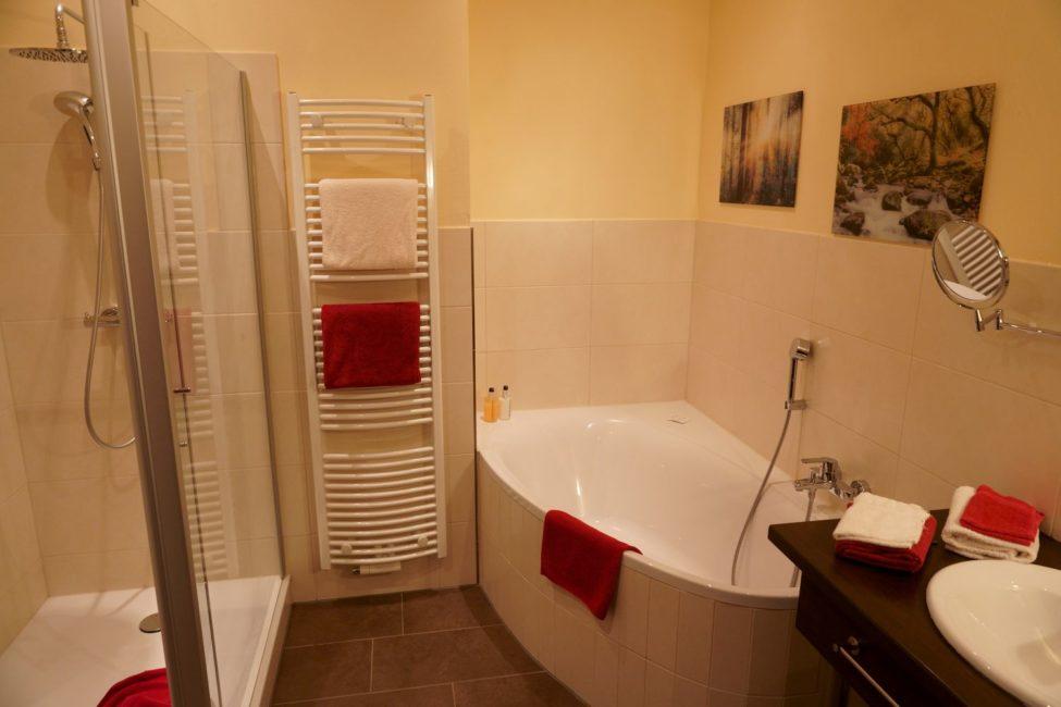 DAV Haus Astenberg - Alle Zimmer verfügen über Dusche und/oder Badewanne und WC